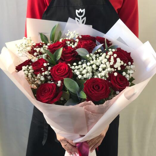 15 Роз с гипсофилой