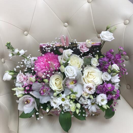 Цветы в сундучке