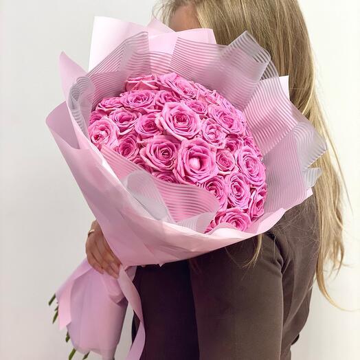 39 нежнейших розовых роз