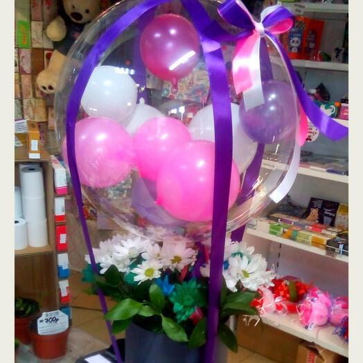Коробочка с цветами и шарами