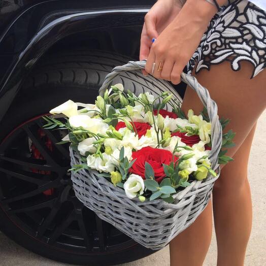 Лизиантус и розы