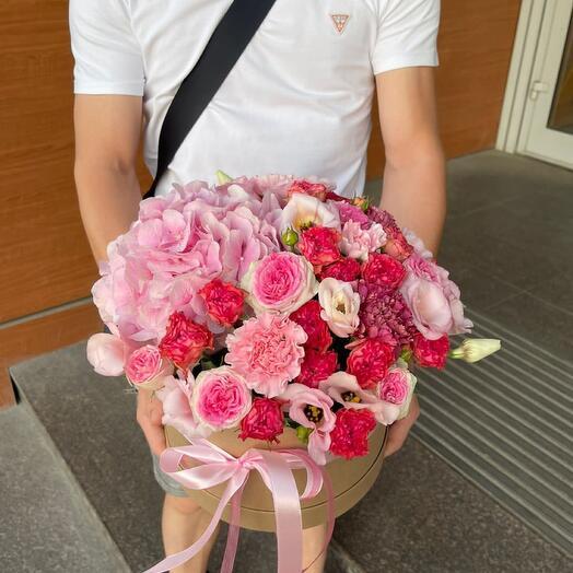 Гортензия и пионовидные кустовые розы