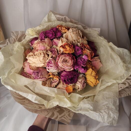 Ароматный букет из сухих роз