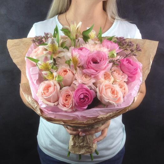 Букет с ранункулюсом и кустовой розой