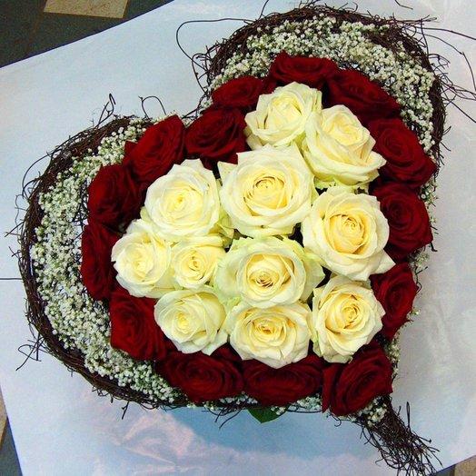 Сердце из роз с декором: букеты цветов на заказ Flowwow