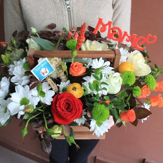 """Букет в деревянном боксе с топпером """"МАМЕ"""": букеты цветов на заказ Flowwow"""
