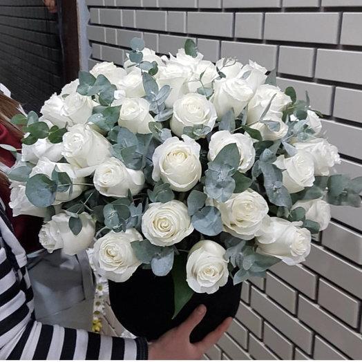 35 голландских роз с эвкалиптом