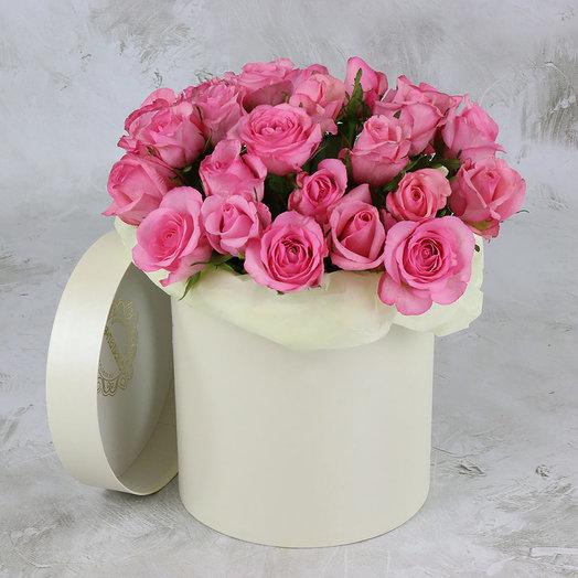 25 розовых роз в шляпной коробке