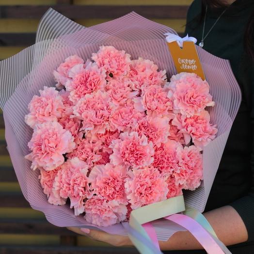 23 гвоздики розово-кремовых оттенков: букеты цветов на заказ Flowwow