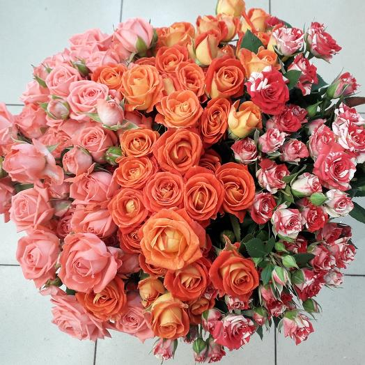 29 кустовых розочек: букеты цветов на заказ Flowwow
