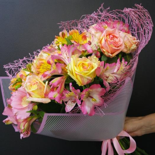 Авторский с розой и альстромерией: букеты цветов на заказ Flowwow