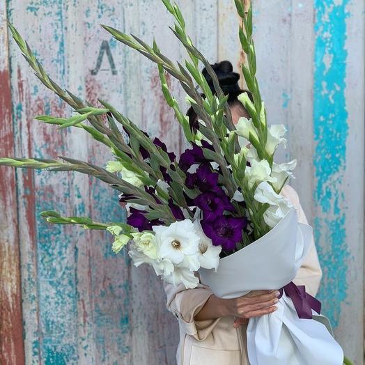 Гладиолусы: букеты цветов на заказ Flowwow