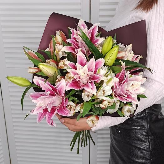 Махровые  лилии: букеты цветов на заказ Flowwow