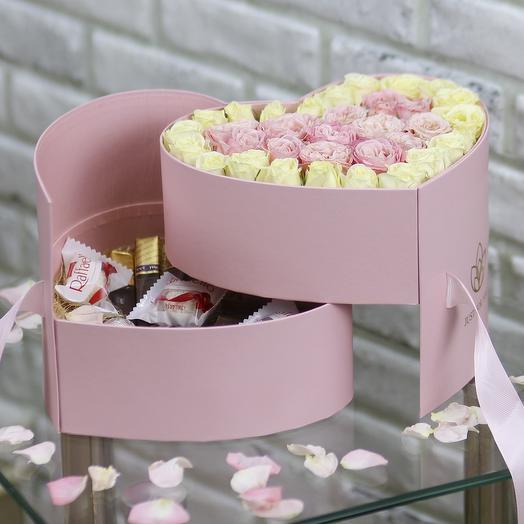 Розовое сердце с кустовыми розами и конфетами: букеты цветов на заказ Flowwow