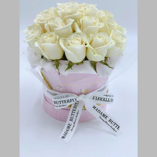 Pink velvet box with 23 white roses: букеты цветов на заказ Flowwow