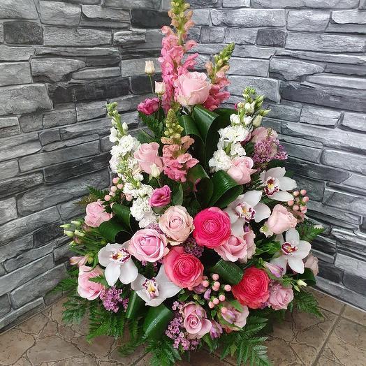 Романтичная корзина с экзотикой: букеты цветов на заказ Flowwow