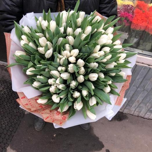 Тюльпаны в дизайнерской упаковке 101 Шт: букеты цветов на заказ Flowwow