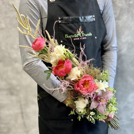Букет с пионами и белыми фрезиями « день весны »: букеты цветов на заказ Flowwow