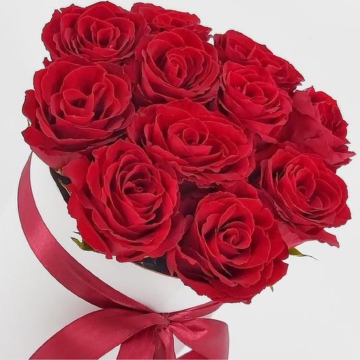 11 красных роз в шляпной коробке: букеты цветов на заказ Flowwow