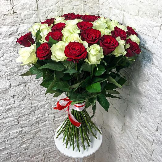 Букет красных и белых роз (51 шт)