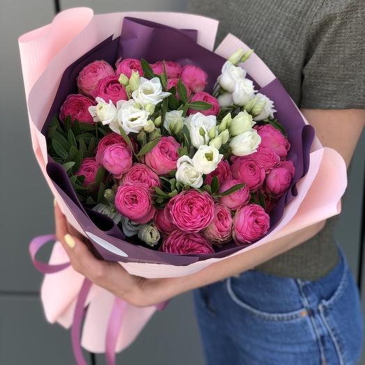 Букет из пионовидной кустовой роза и эустомы Встреча влюбленных