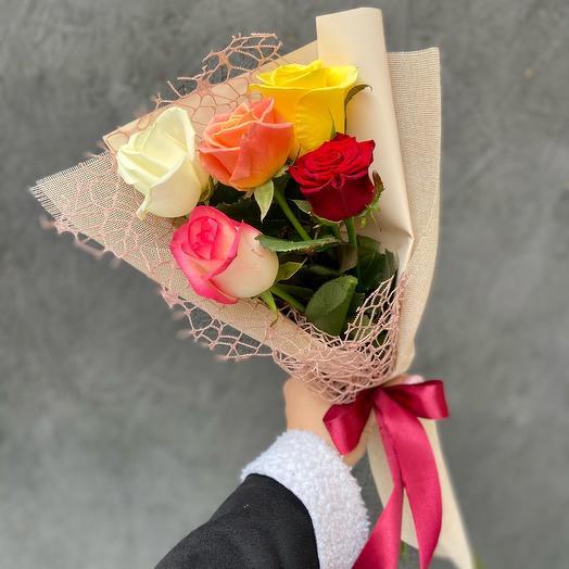 Букет 5 разноцветных роз «Микс»