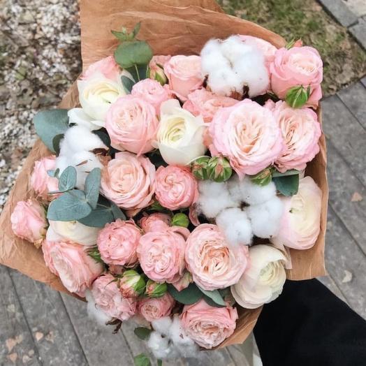 Пионовидные розы и Ранункулюсы в нежном букете