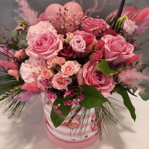 Розовая коробка с сердцем