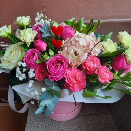 Цветы в коробке к 8 марта