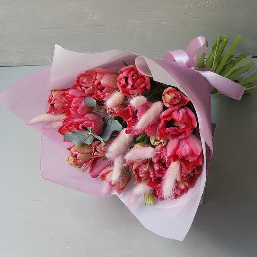 """Букет из пионовидных тюльпанов с лагурусом """"Яркая весна"""""""