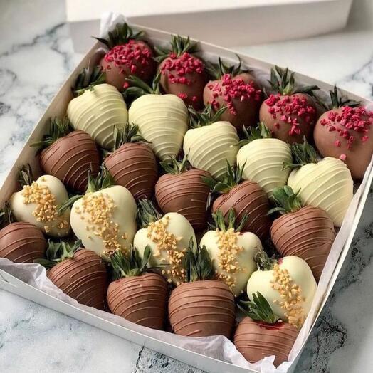 Большой набор клубники в шоколаде 25 шт