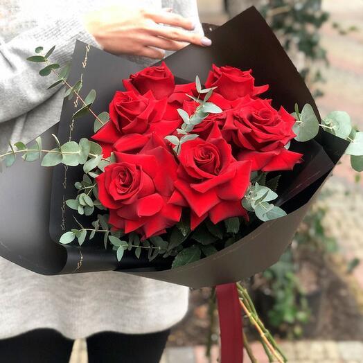 7 садовых красных роз