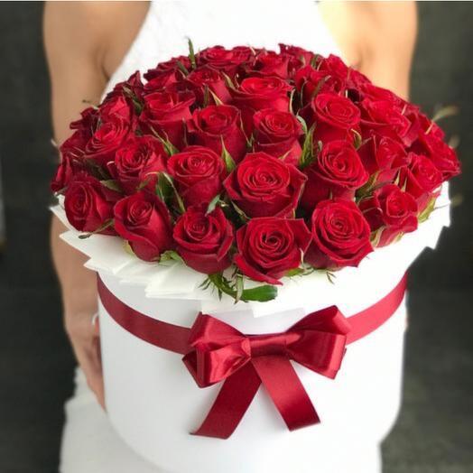 Красные розы в коробке 51шт