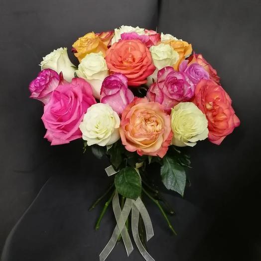 Букет из 21 разноцветной местной розы 70 см: букеты цветов на заказ Flowwow