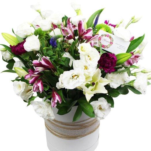 Композиция в шляпной коробке Ноктюрн: букеты цветов на заказ Flowwow