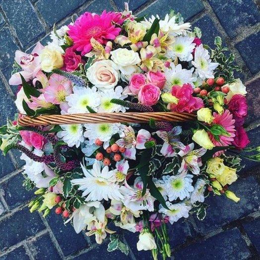 Корзина цветов 7: букеты цветов на заказ Flowwow