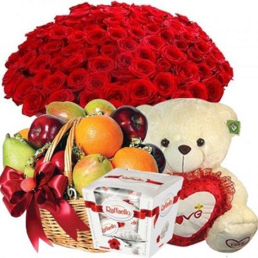 Набор 101 красная роза, Медведь, Фруктовая корзина и Рафаэлло