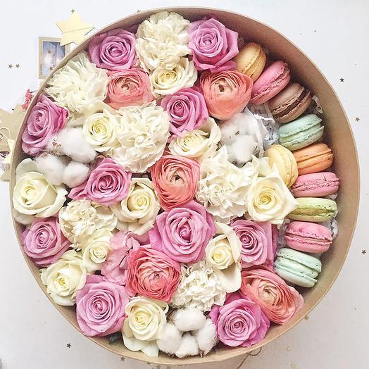 9 макарон с розами