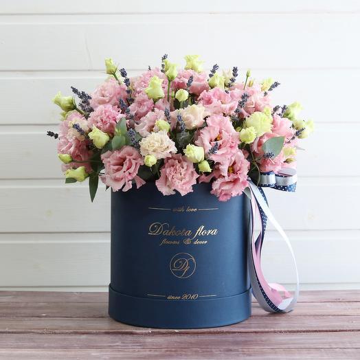 Эустома в синей коробке: букеты цветов на заказ Flowwow