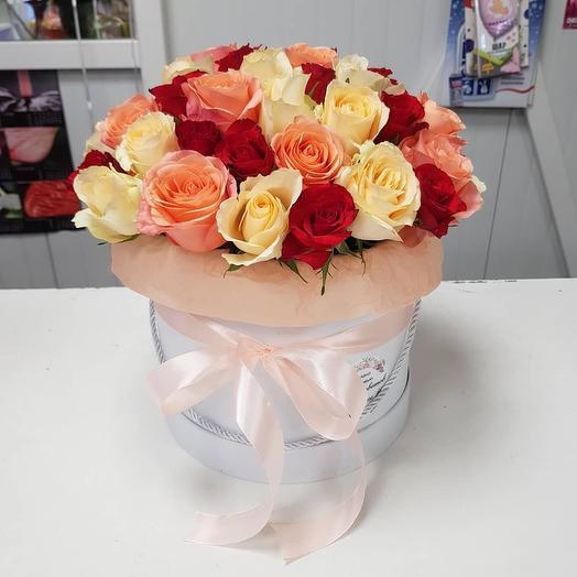 Шляпная коробка с 51 розой микс