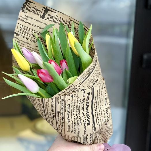 Весенний микс 15 тюльпанов в крафте: букеты цветов на заказ Flowwow