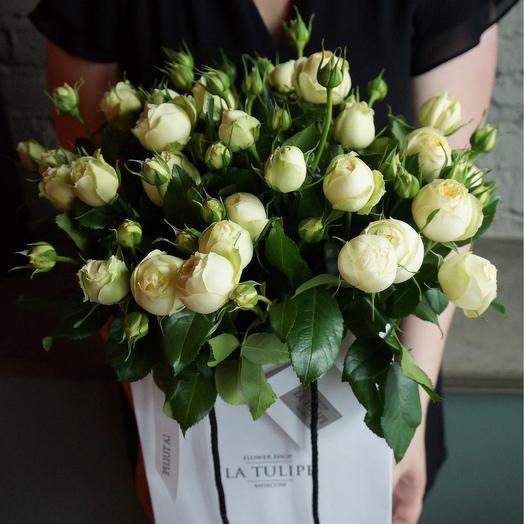 Пионовидная кустовая роза / 11 шт / в фирменном пакете La Tulipe: букеты цветов на заказ Flowwow