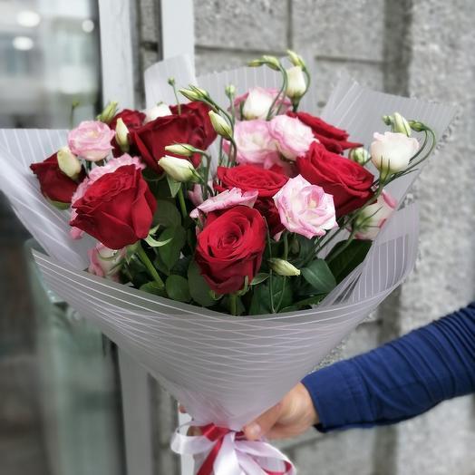 Букет для девушки из роз и эустом: букеты цветов на заказ Flowwow