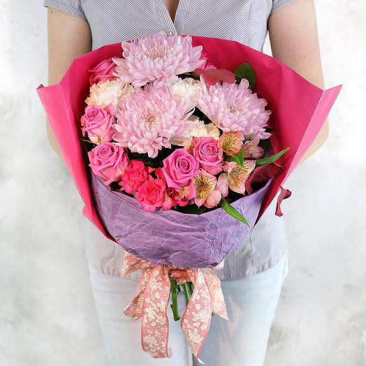 Стильный букет из хризантем гвоздик и роз
