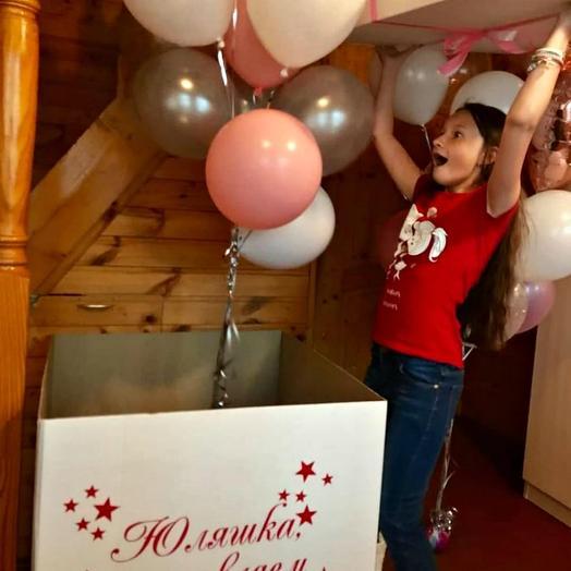 Коробка с воздушными шарами: букеты цветов на заказ Flowwow