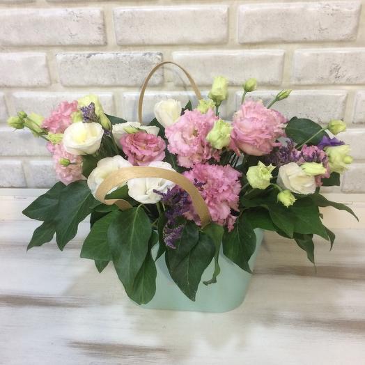 Сумочка с эустомой: букеты цветов на заказ Flowwow