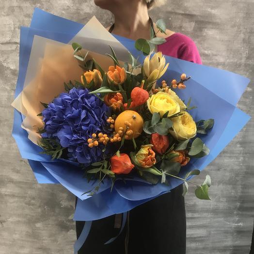Букет с гортензией, пионовидной розой, тюльпанами и леукодендрумом: букеты цветов на заказ Flowwow