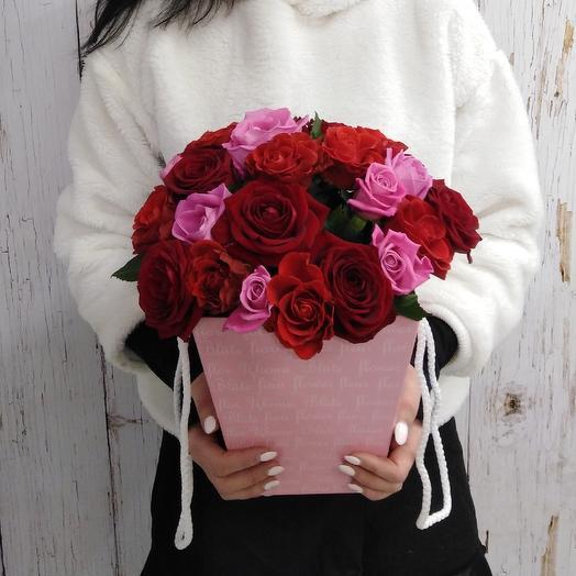 Коробочка из ярких роз Вдохновение: букеты цветов на заказ Flowwow