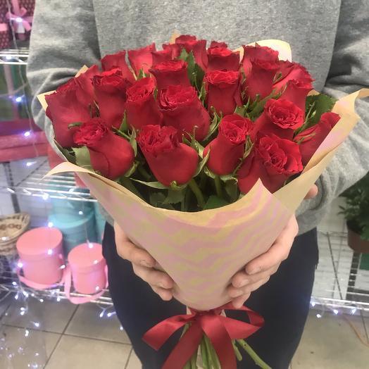 29 красных Кенийских роз: букеты цветов на заказ Flowwow