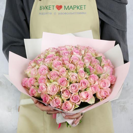 Букет из 65 кенийских роз в упаковке